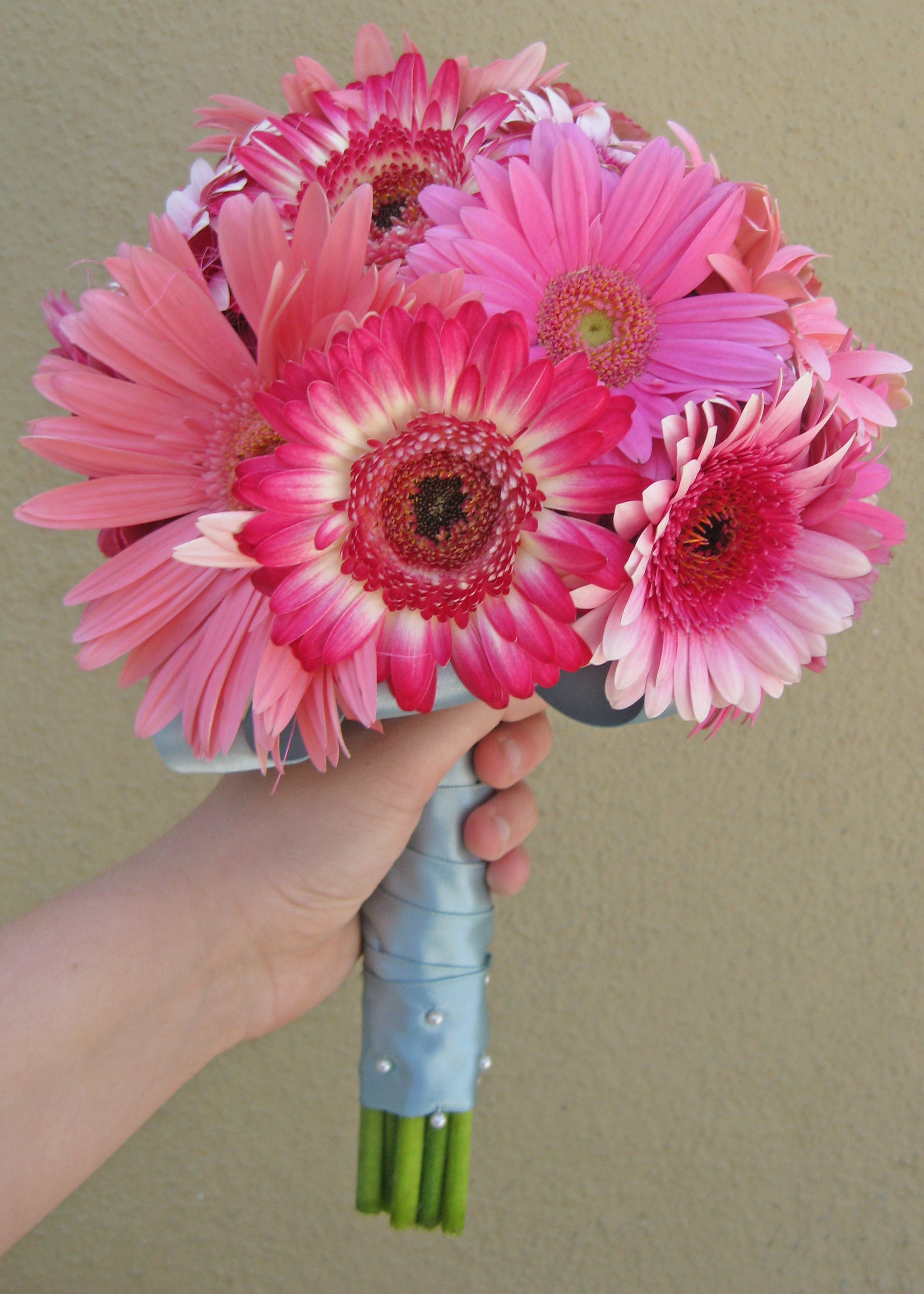 Ediths Blog The Bride And Her Mom Made Cutest Burlap Table Here39s A Few Diagrams That Might Help This Is For Typical Bosch Bouquet From Various Shades Of Pink Gerbera Daisies Mini