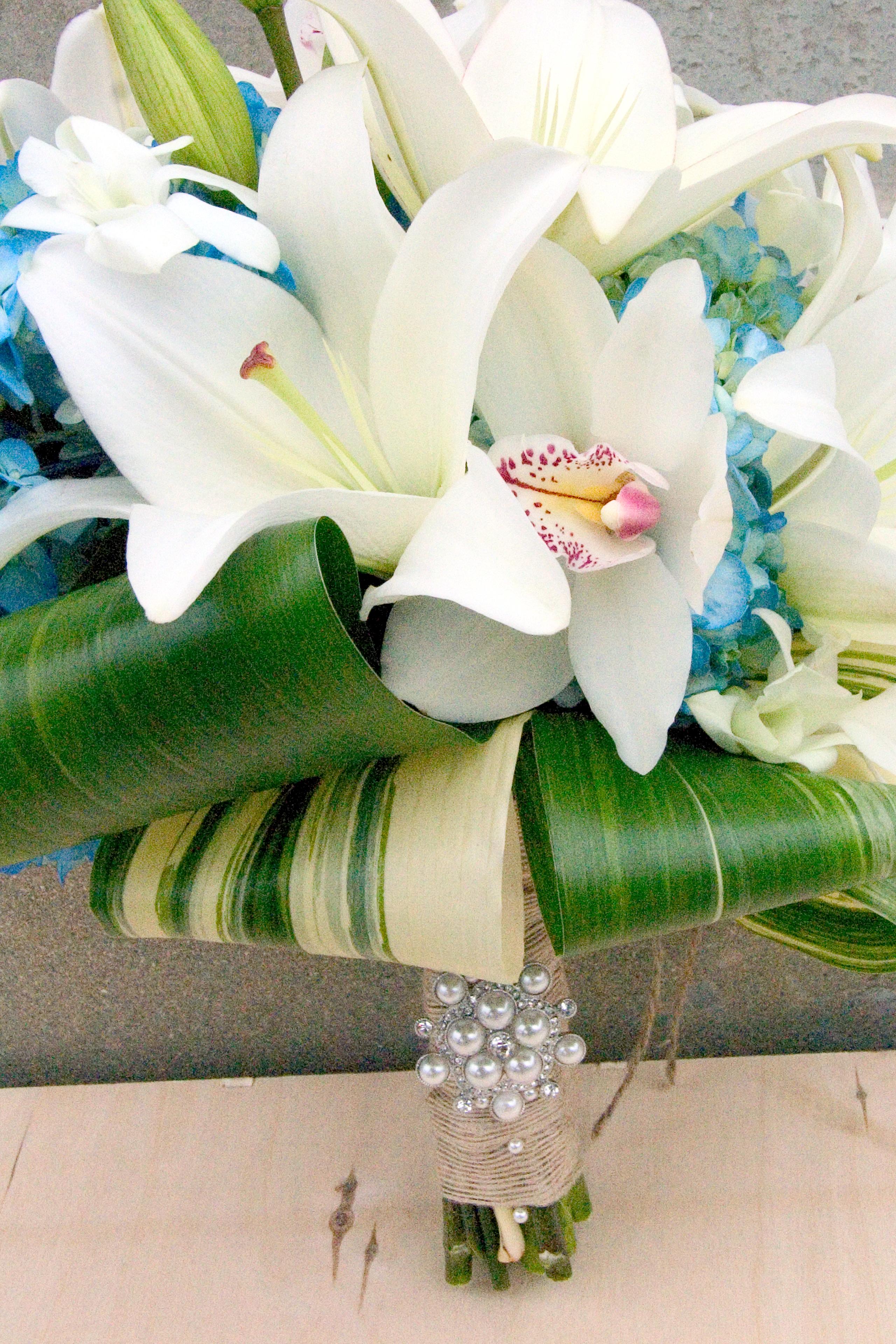 Свадебный букет лилий орхидей