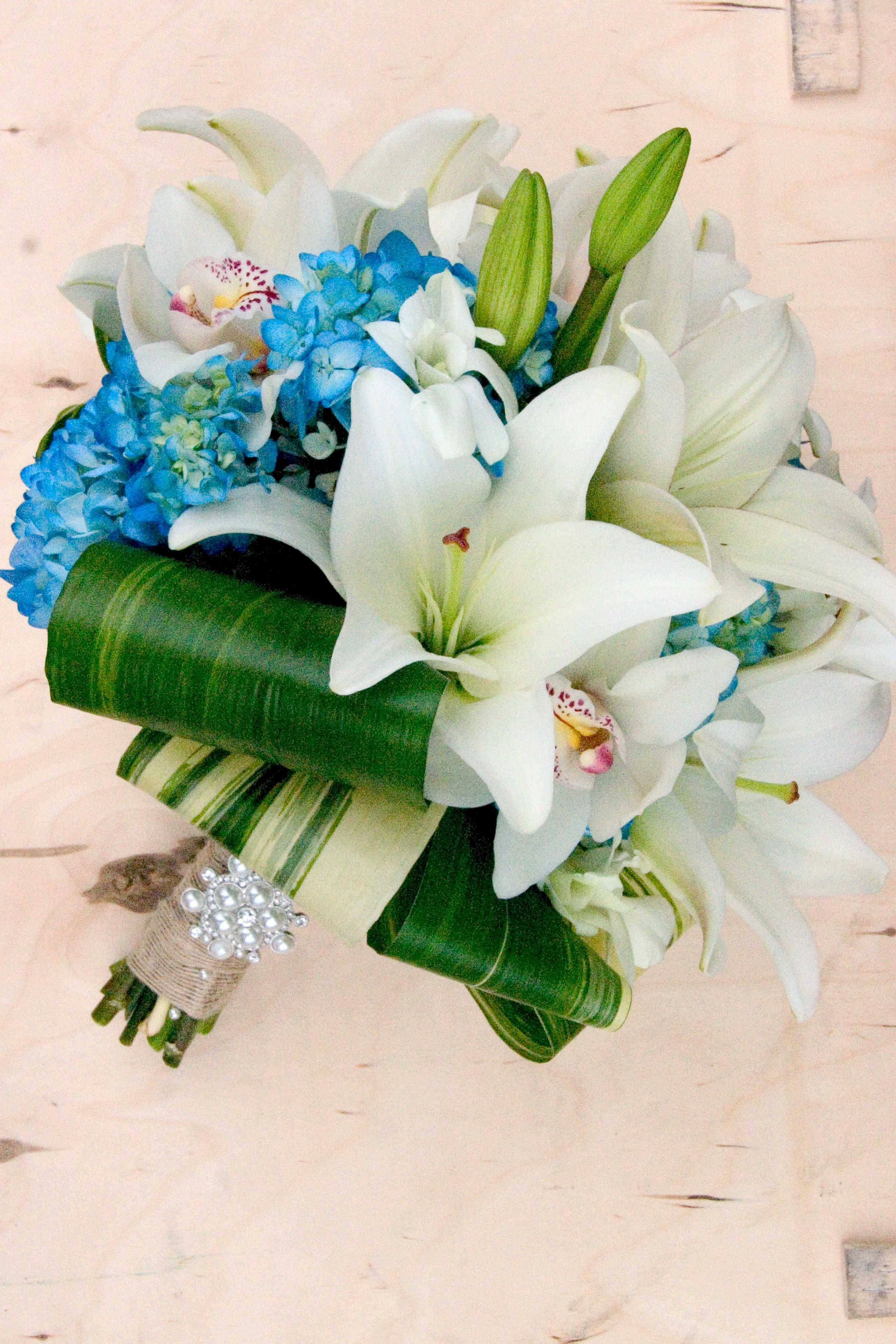 Romantic castaway wedding flowers floral design by jacqueline the bridesmaids izmirmasajfo